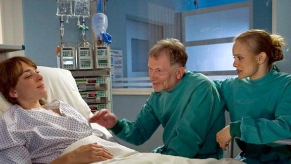 An Susannes Krankenbett versöhnen sich die Höflers.