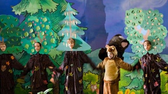 Die Theatervorstellung der Kinder wird ein Erfolg.