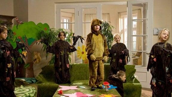 Bei den Heilmanns proben die Kinder für das Theaterstück.
