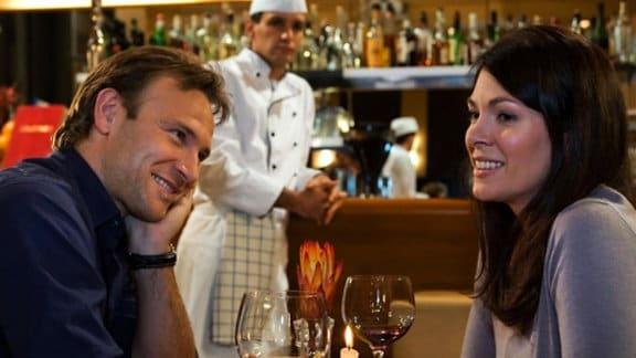 """Im """"Charlotto"""" verbringen Elena und Martin einen gemeinsamen Abend."""
