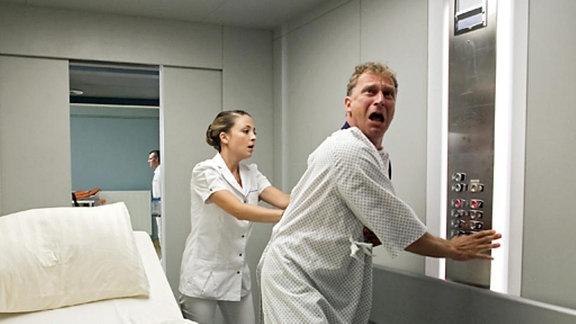 Matthias Richter möchte nur raus aus dem Fahrstuhl.