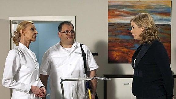 Sarah hat das Pflegepersonal mal wieder gegen sich aufgebracht.