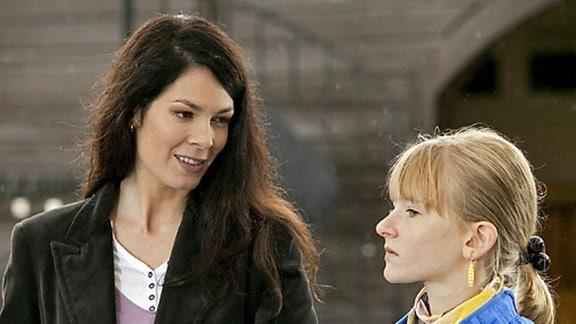 Elena und Marie kommen sich näher.