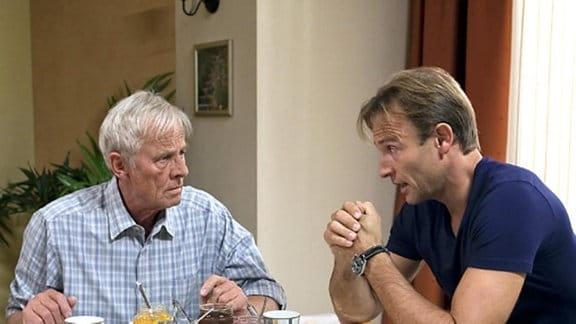 Otto und Martin Stein frühstücken - ohne Marie.