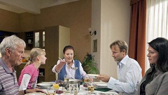 Familienessen bei Steins.