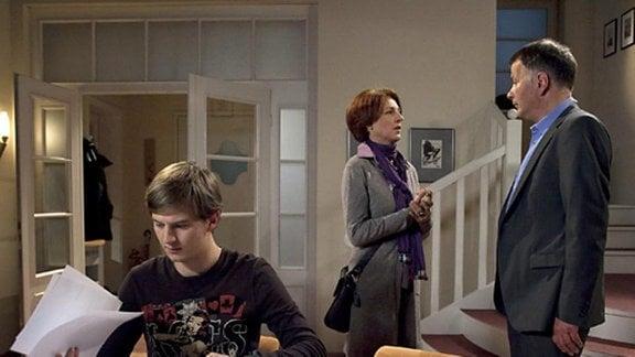 Pia will ihrem Mann Roland vorerst nichts von ihren Plänen erzählen.