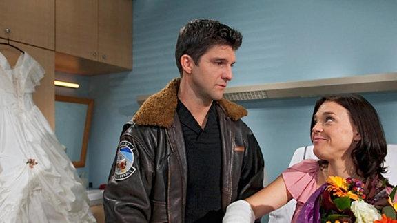 Maria Paly erleidet einen Schwächeanfall und muss ins Krankenhaus.
