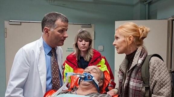 Der Verunglückte Prof. Simoni wird bereits in der Klinik erwartet.