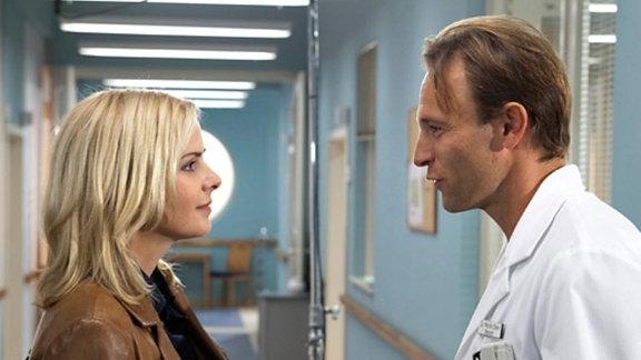 Martin begegnet in der Klinik Isabel, einer vergangenen Liebe.