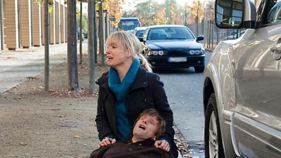 Tobias verlässt nach einem Streit mit seiner Frau wütend die Klinik.