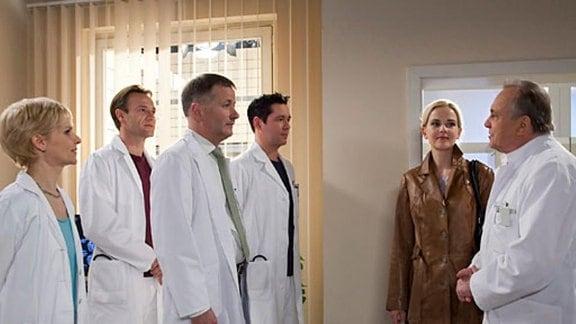 Dr. Isabel Dahl fängt als neue Ärztin in der Sachsenklinik an.