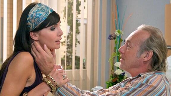 Ann-Kathrin Seidel besucht ihren Freund Harry in der Klinik.