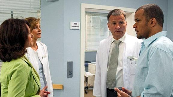 Dr. Heilmann weiß nicht, wem er Auskunft geben darf.