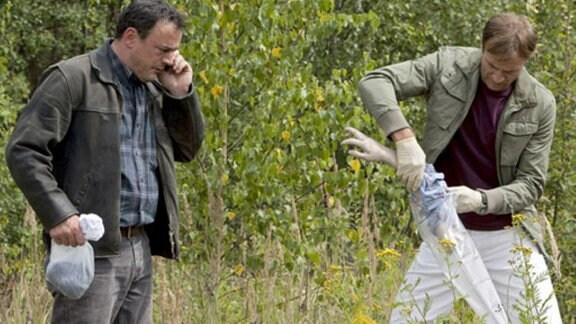 Dr. Stein und Horst Angerer haben Jens' abgetrennten Arm gefunden.
