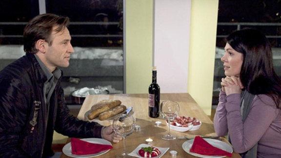 Martin erzählt Elena von seiner Affäre mit Isabel Dahl.