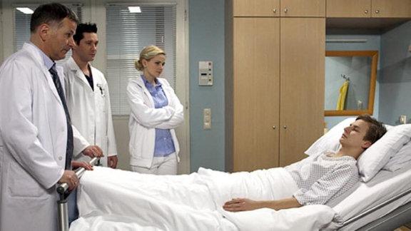 Die Ärzte können Rufus' Bein retten.