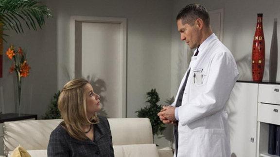 Ist auch Sarah infiziert? Dr. Kaminski stellt sie vor die Wahl.
