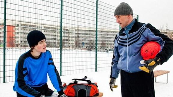 Jan will Fußballprofi werden. Sein Vater Sascha unterstützt ihn dabei.