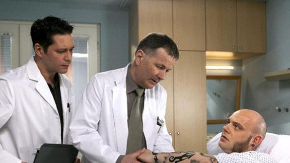 Arne leidet unter Hepatitis B. Aber wo hat er sich infiziert?