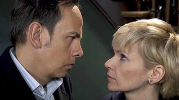 Steffen steht überraschend vor Kathrins Tür.