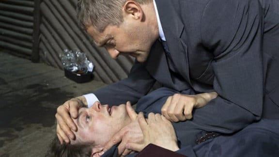 Dr. Kaminski findet seinen Sohn mit einer Überdosis Heroin.