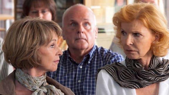 Ingrid und Barbara besuchen eine Veranstaltung ihres Lieblingsautoren.