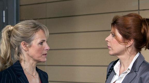 Vera Bader, die Geliebte von Gunther Mensing, trifft auf dessen Frau.