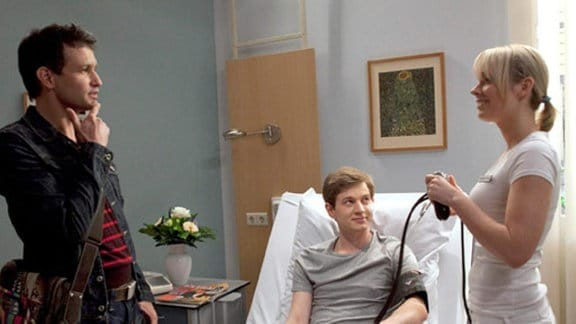 Freddy Kerr besucht seinen Freund Jakob Heilmann in der Sachsenklinik.