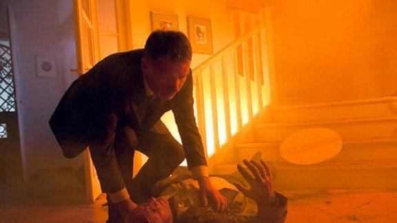 In den Flammen seines Hauses findet Roland Heilmann Gunther Mensing.