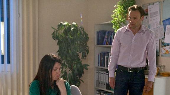 Martin Stein macht sich Sorgen um Elena.