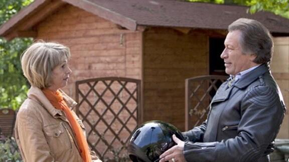 Am Restaurant trifft Barbara auf Ottos aufdringlichen Freund Kurt.