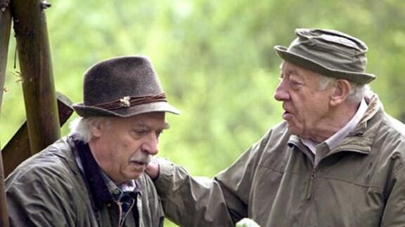 Fritz findet seinen Freund Robert völlig orientierungslos im Wald.