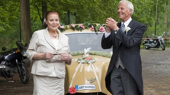 Charlotte und Otto heiraten endlich.