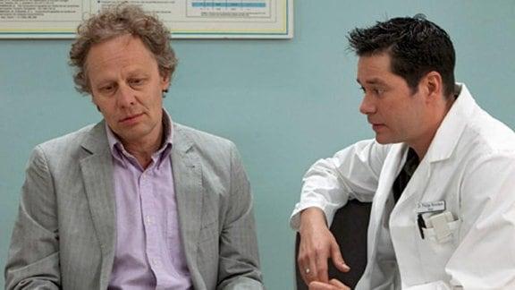 Bei den Untersuchungen finden die Ärzte einen Tumor am Hörnerv.