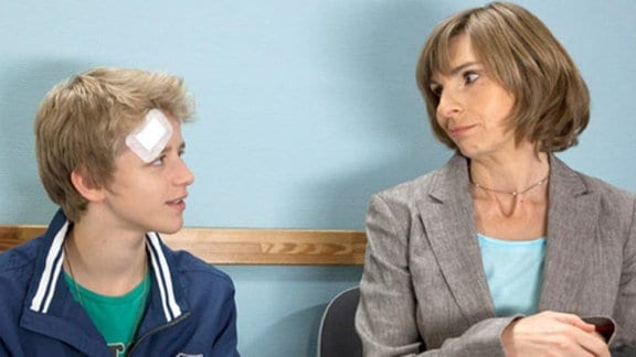 Renate Johrend kommt zu ihrem Sohn Felix in die Sachsenklinik.
