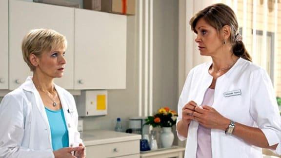 Kathrin beichtet Yvonne, dass sie eine Affäre mit Steffen Frahm hatte.