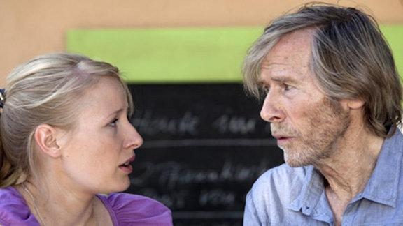 Robert Borger bittet seine Tochter Nadine um Beistand.