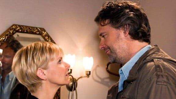 Es bahnt sich eine Romanze zwischen Kathrin und Tobias an.