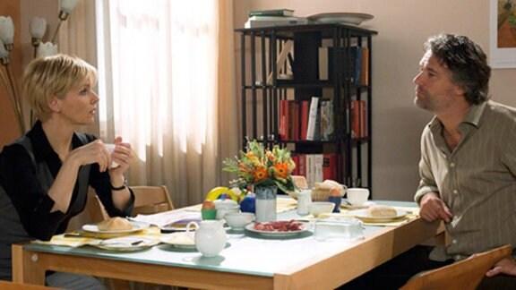Kathrin nimmt einen Übernachtungsgast bei sich auf – Tobias Wagner.