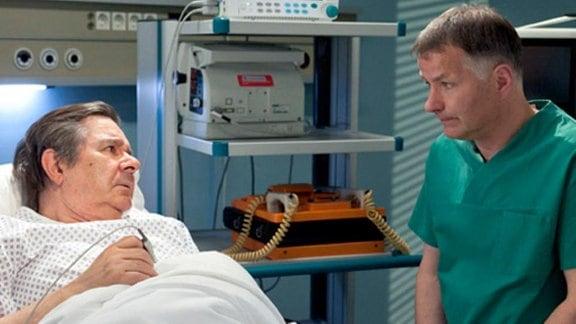 Dr. Heilmann hat schlechte Nachrichten für Peter Sänger.