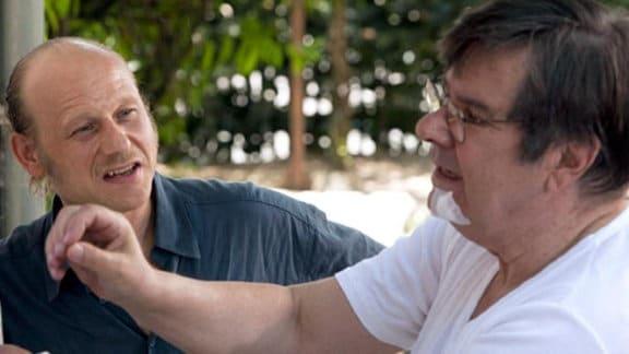 Pfarrer Peter Sänger macht dem arbeitslosen Dietmar Bloch ein Angebot.