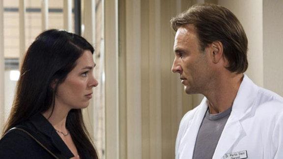 Martin fragt Elena, ob er mit Isabel klettern gehen kann.