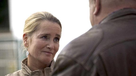 Doris Schmidt stellt ihren Mann vor eine schwierige Wahl.