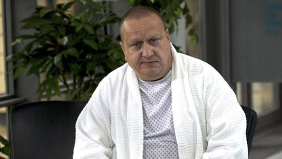 Bei Eberhard Schmidt wird Hautkrebs diagnostiziert.