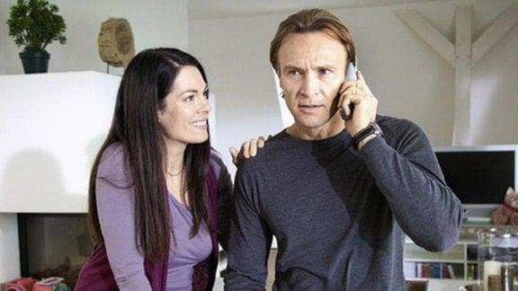 Martin bekommt einen Anruf von Maries Internatsleiter.