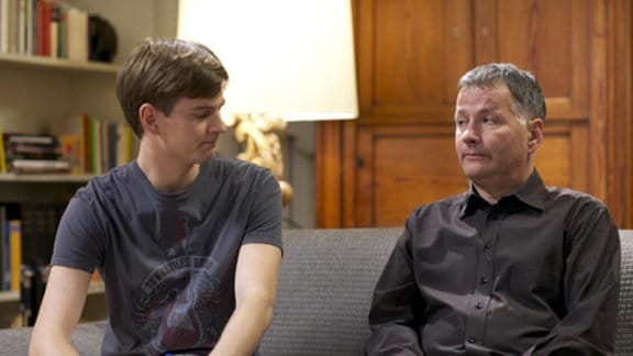 Jakob spricht mit seinen Eltern über seinen neuen Plan.
