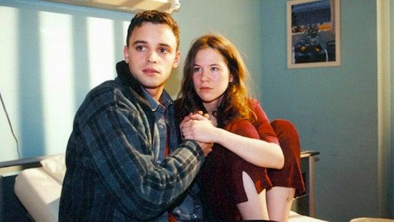 Florian (Frederic Komp) muß sich zwischen der Radrennkarriere und der Liebe zu Regina (Kathrin Lindner) entscheiden.