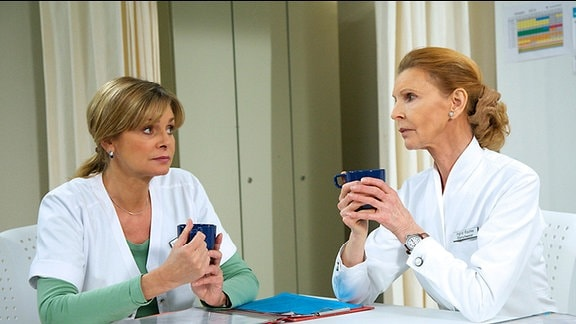 Ingrid hat ein schlechtes Gewissen. Vor vielen Jahren hatte sie ihrer Freundin versprochen, für Benjamin da zu sein, falls ihr etwas passieren würde. Schwester Yvonne hat Verständnis für Ingrids schwierige Situation.