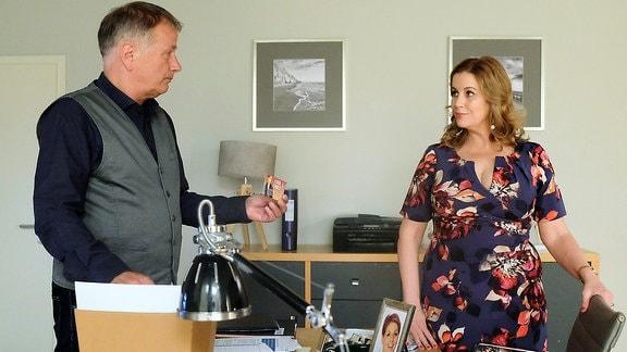 Roland Heilmann spricht mit Sarah Marquardt.