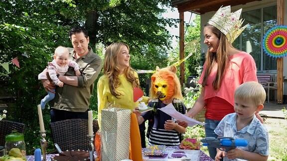 Die Familie Brentano feiert den Geburtstag ihres Kindermädchens Franzi Wilde.